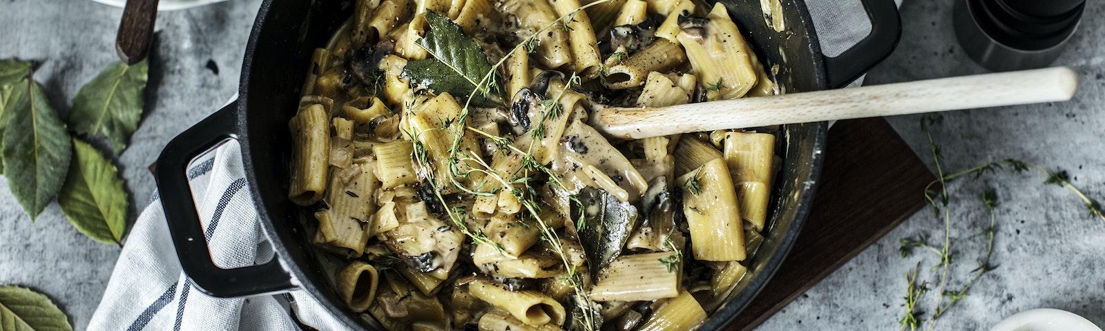 Alt i en gryde - Pasta med løg og champignon