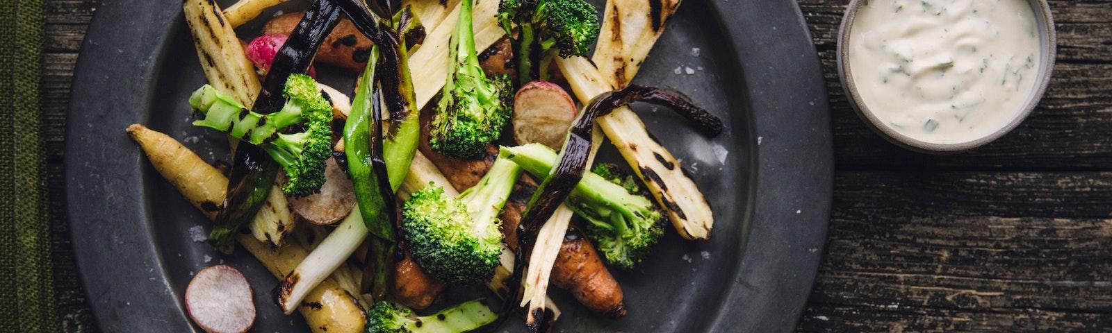 Grillade grönsaker och kall bearnaisesås