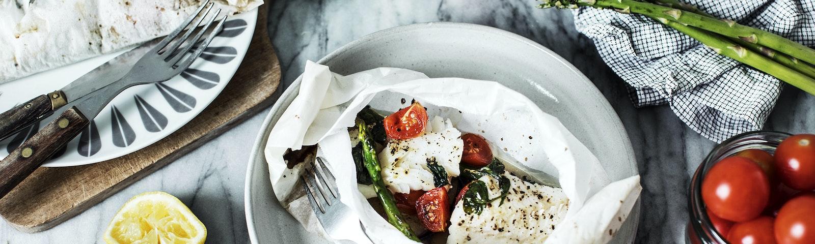 Bagt fisk med grøntsager