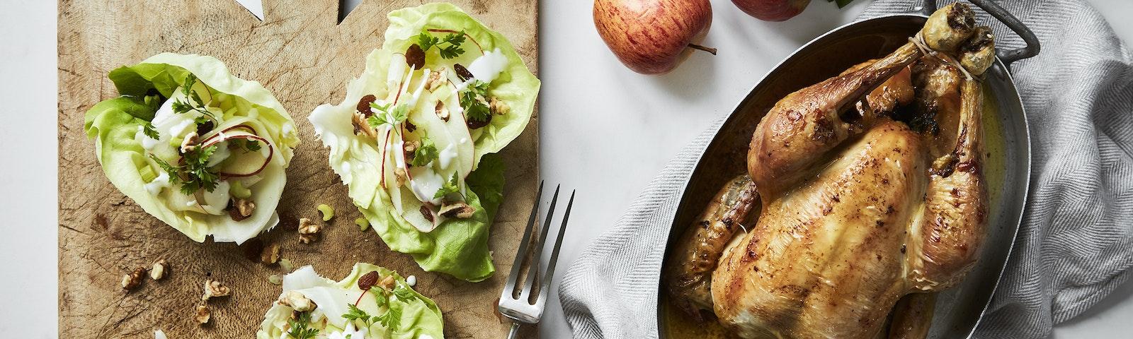 Ovnstegt kylling med waldorfsalat-skåle