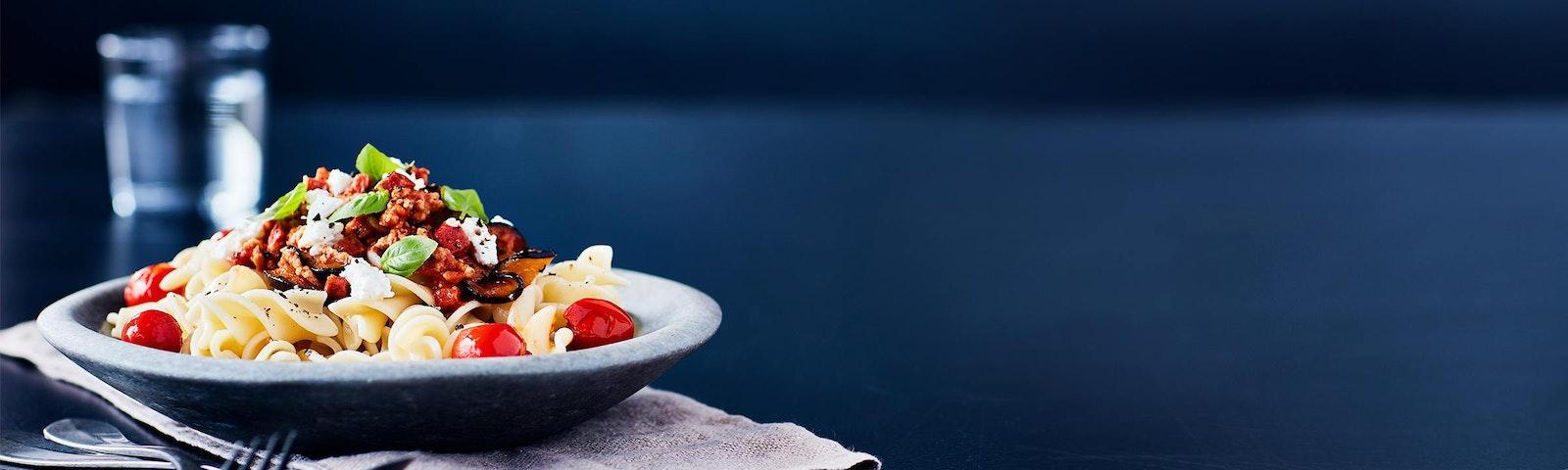 Pasta med chorizo, aubergine och körsbärstomater