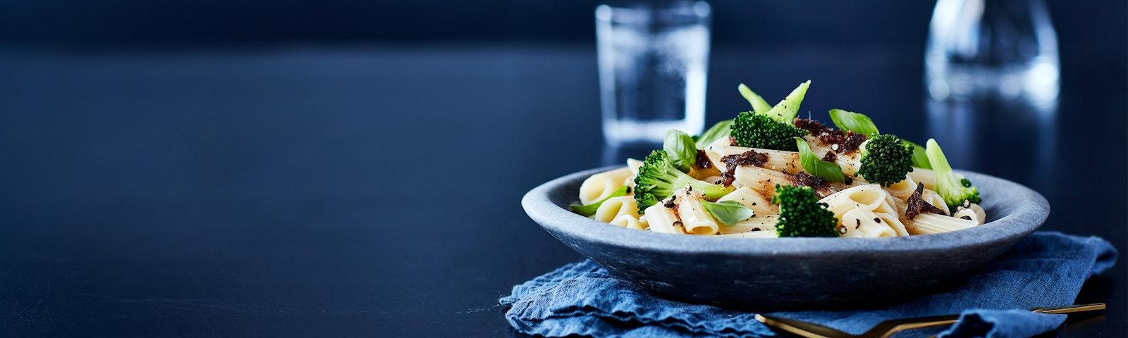 Pasta mit Anchovis, Broccoli, Knoblauch und Chili