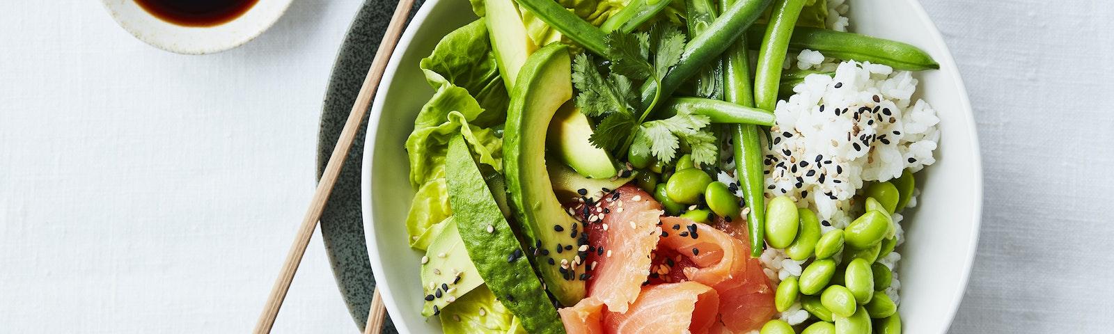 Salat sushi bowl med laks