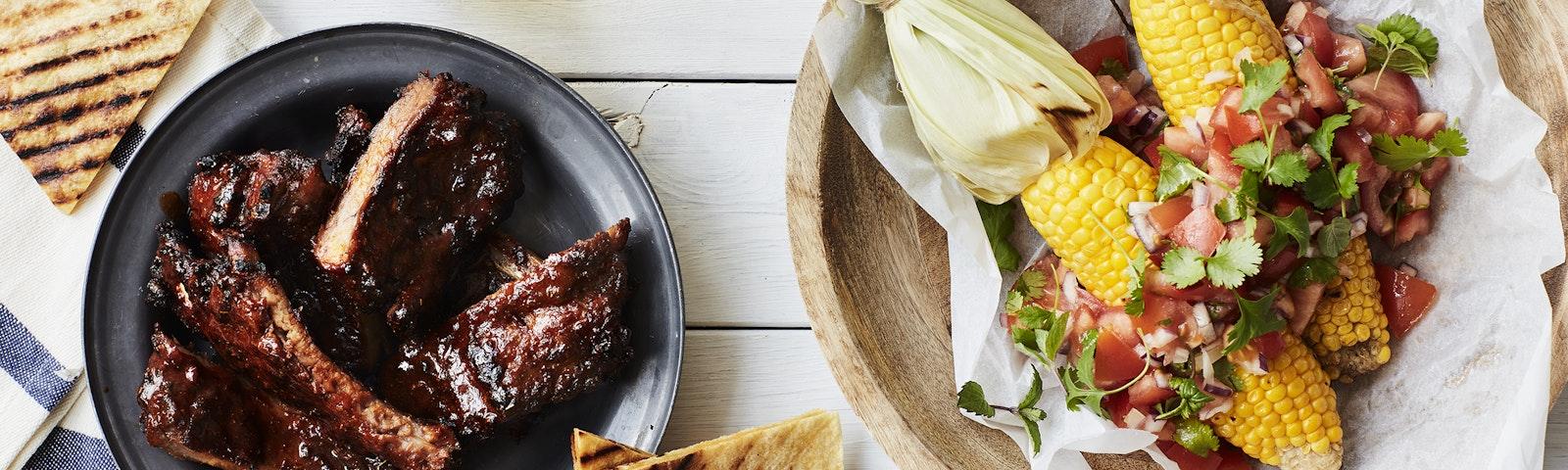 Mexicanske spareribs med grillet majs & tomatsalsa