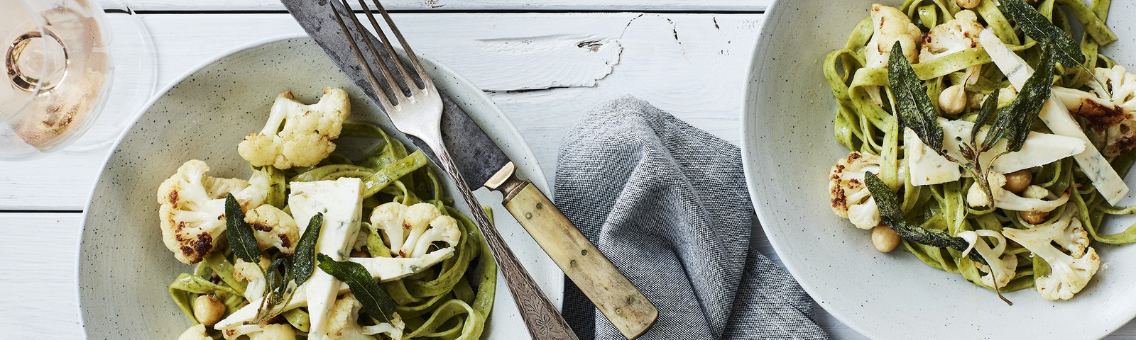 Pasta med smørristet blomkål, salvie & gorgonzola