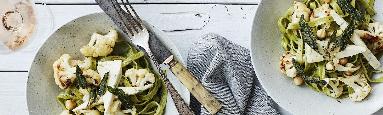 Pasta med smörstekt blomkål och gorgonzola