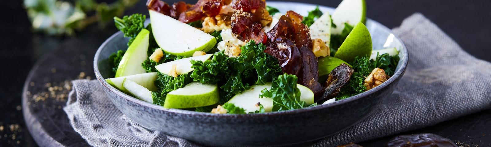 Grünkohl Salat mit Datteln und Birnen