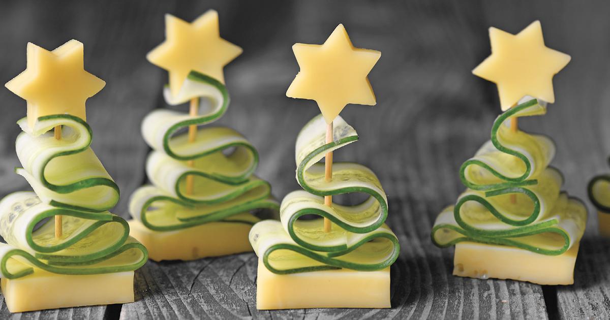 Grüne Gurke Im Weihnachtsbaum.Gurken Käse Snack Als Tannenbaum