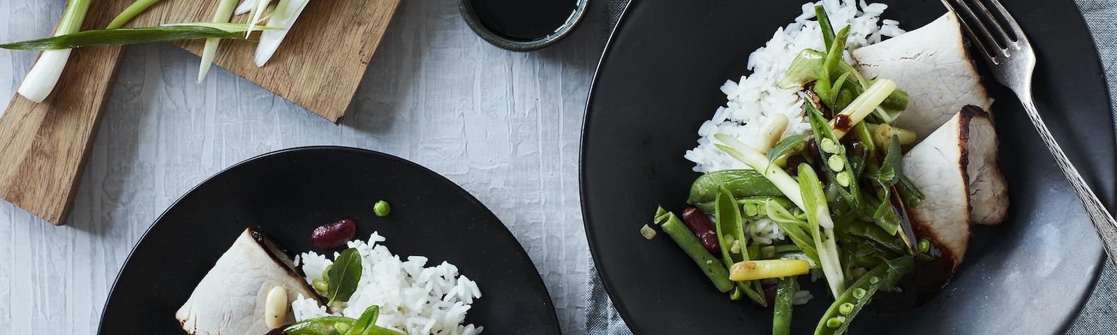 Asiatisk svinefilet med ris og lynstegt grønt