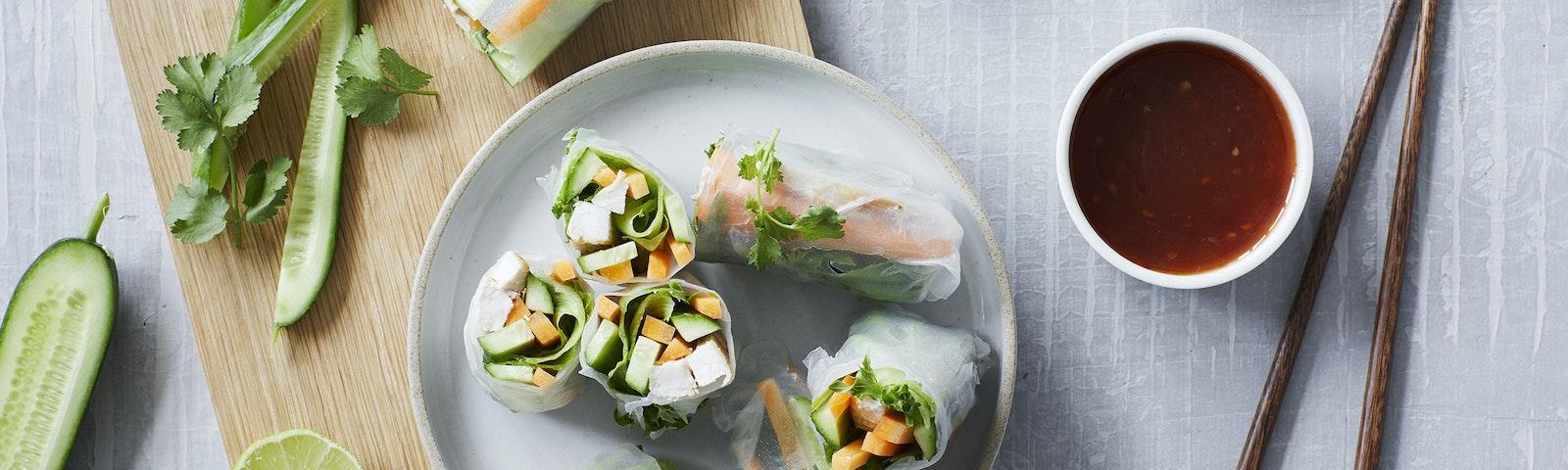 Vietnamesiske forårsruller med kylling og grønt
