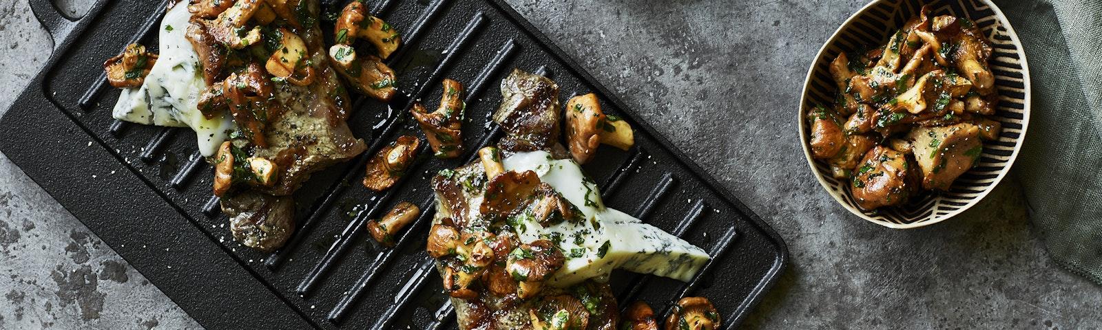 Angus steak med smørristede kantareller & gorgonzola