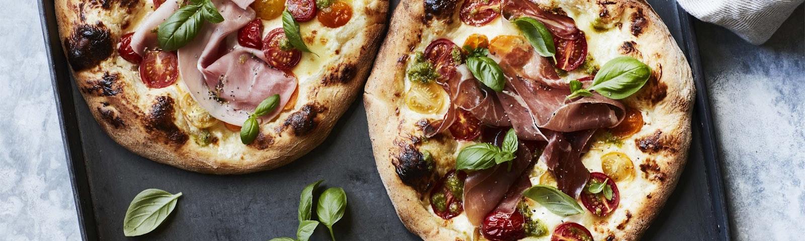 Langtidshævet pizza bianca caprese
